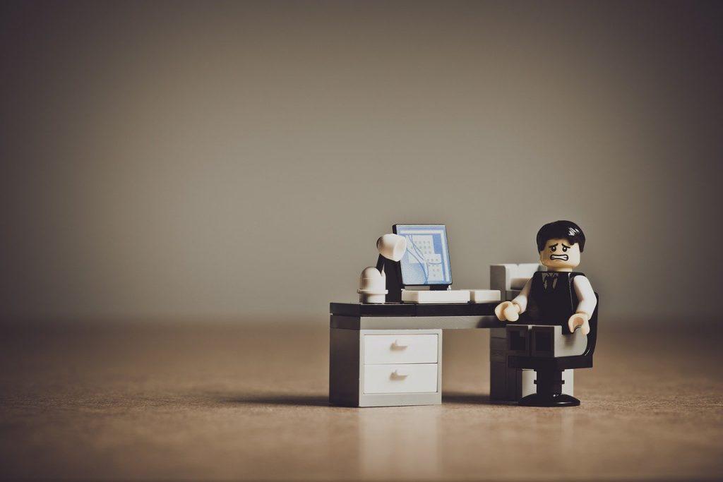 seduti in ufficio