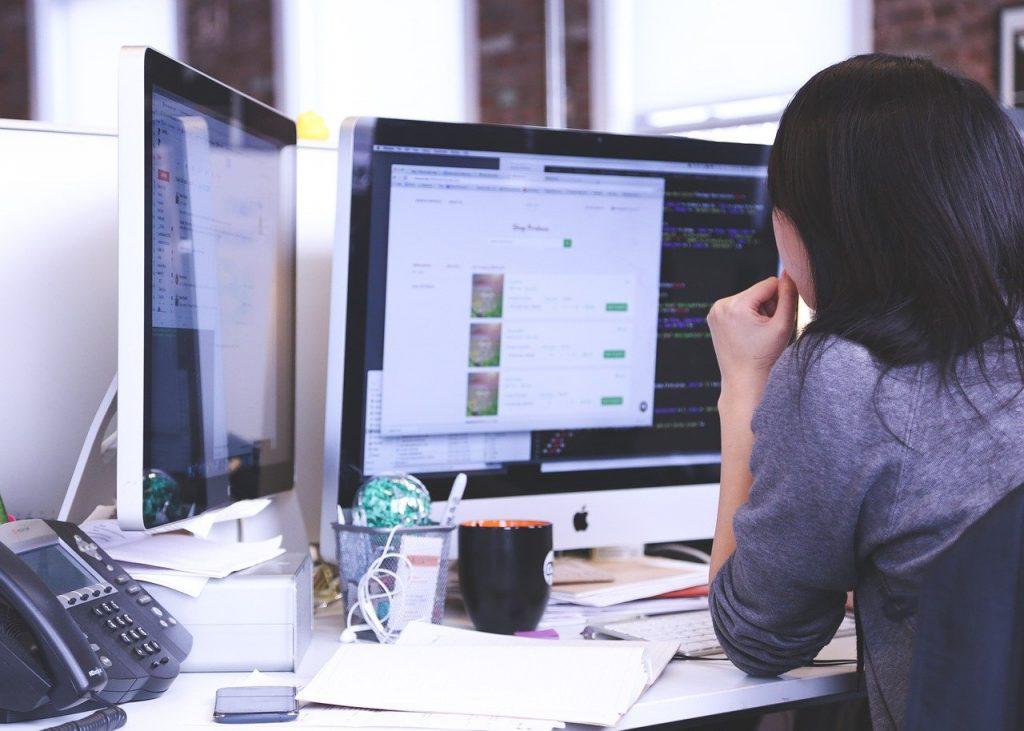 ergonomia postazione lavoro ufficio