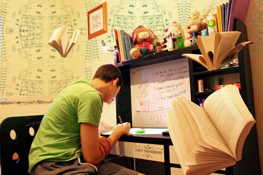 studio alla scrivania