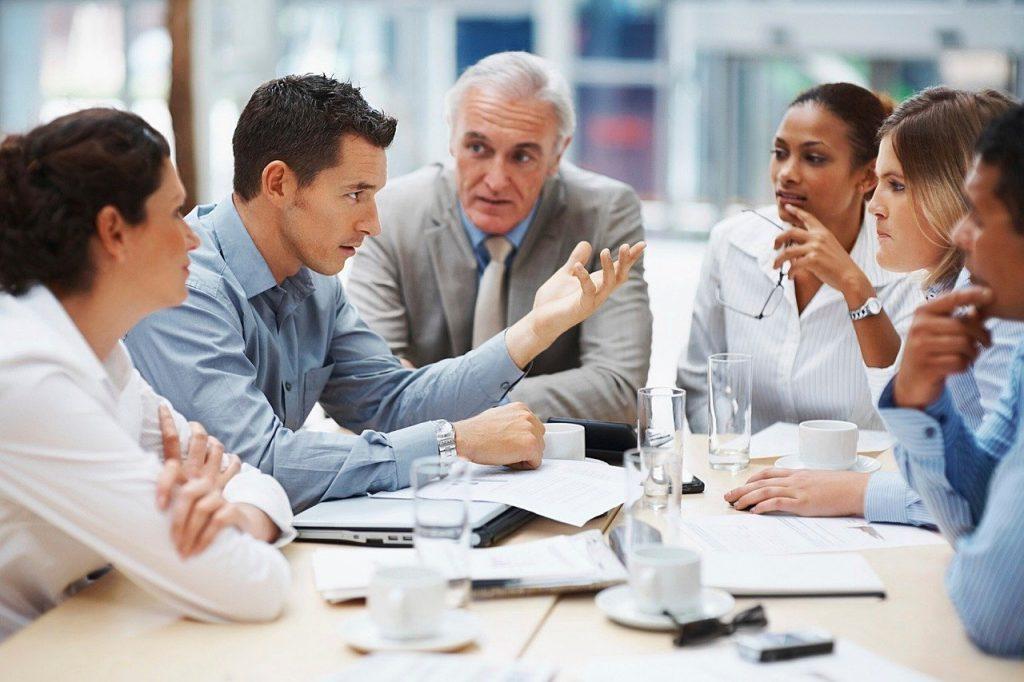 postura durante una riunione di lavoro
